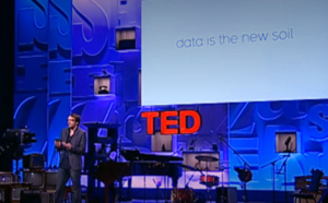 An image of David McCandless talking at TEDGlobal in 2010.